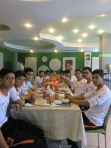 تیم فوتبال جوانان مس کرمان در هتل