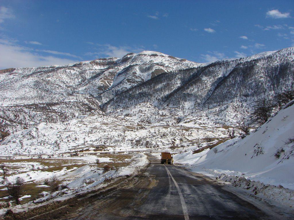 جاده برفی و زیبای شاهرود به رامیان.